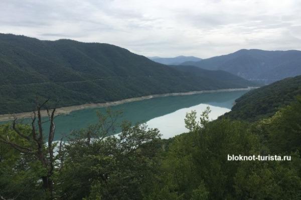 Жинвальское водохранилище на Военно-Грузинской дороге