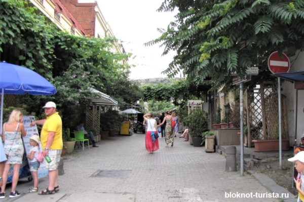 Гуляем по улочка красивого Тбилиси