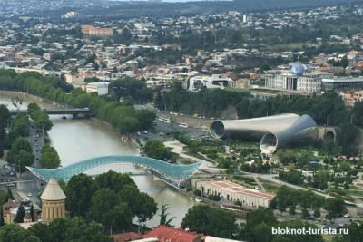 Вид с обзорной площадки в Тбилиси