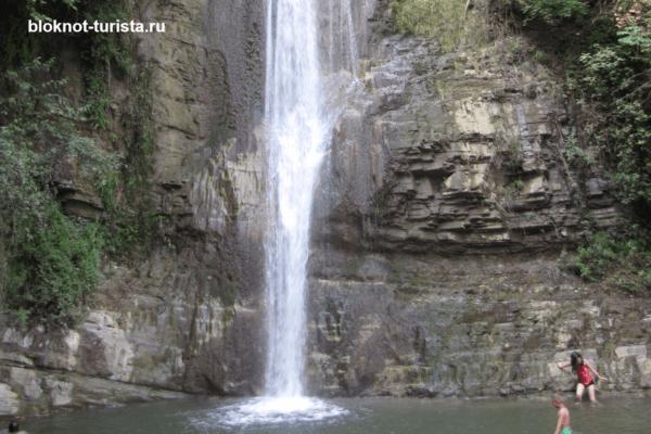 Водопад в ущелье Легтахэви в Грузии