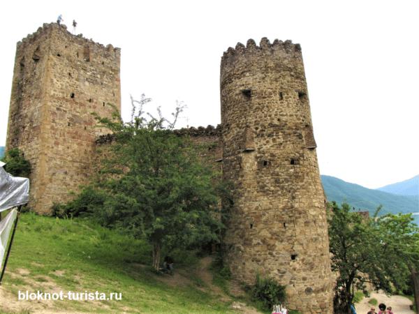 фото крепости Ананури (достопримечательности Грузии)