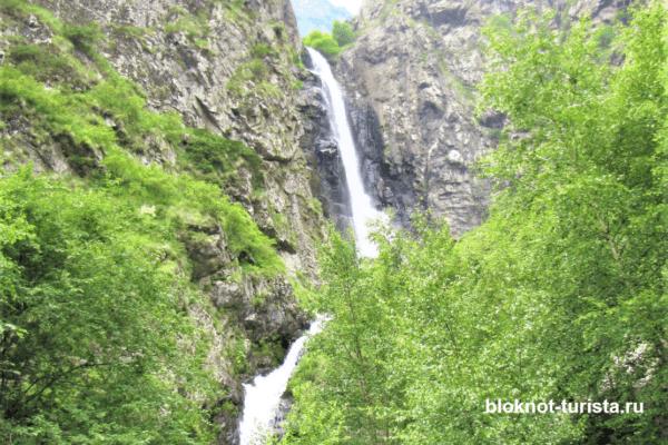 гвелетский водопад в селе Степанцминда