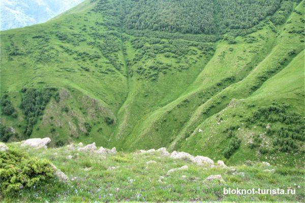 Вид с Гергетской церкви на гору Казбек