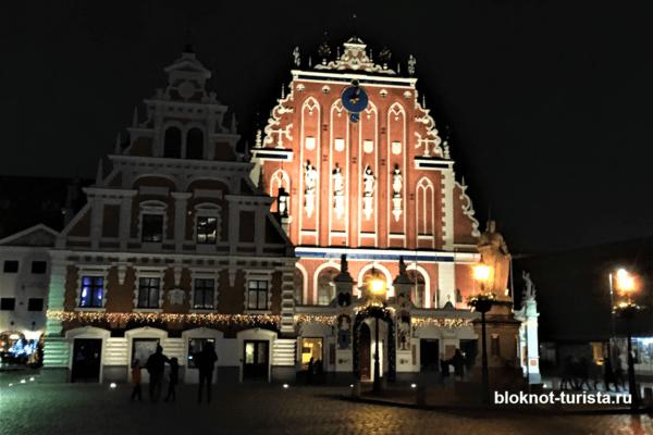 Дом Черноголовых - одна из достопримечательностей на Ратушной площади