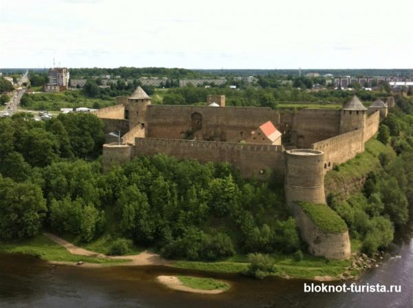 Вид на Иваногородскую крепость в Нарве