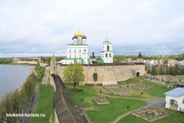 Вид на Кром с Власьевской башни (Псков)