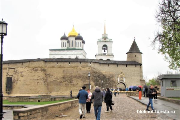 Великие ворота Псковского Кремля