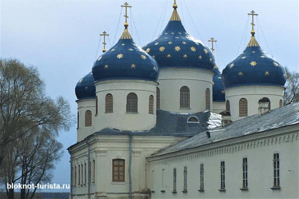 Крестовоздвиженский собор Свято-Юрьева монастыря в Великом Новгороде
