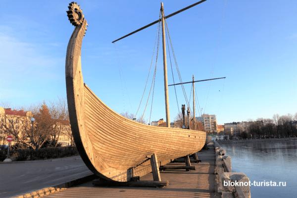 Ладьи викингов на набережной Выборга