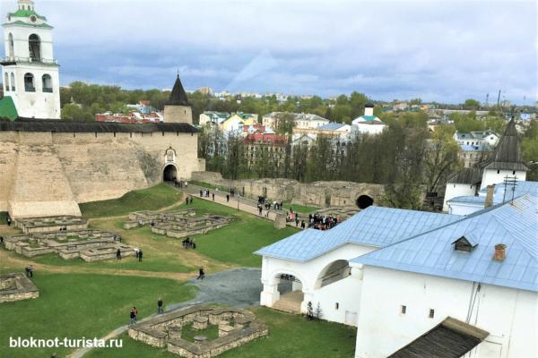 Вид на Кром с Власьевской башни Псков