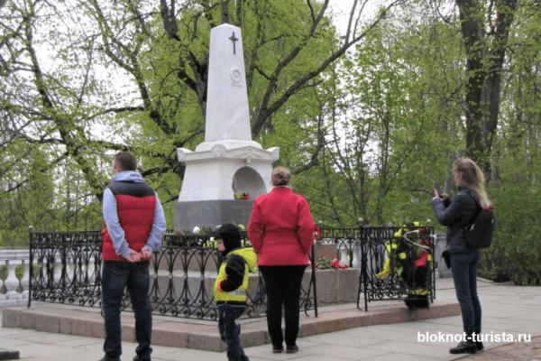 Могила Пушкина в Пушкинских горах в Пскове