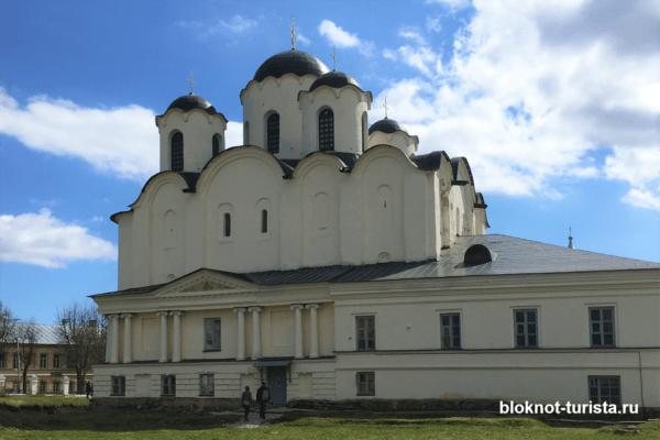Николо-Дворищенский собор в Ярославовом городище Великого Новгорода