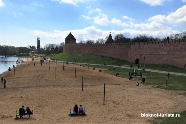 пляж рядом с детинцем в Великом Новгороде