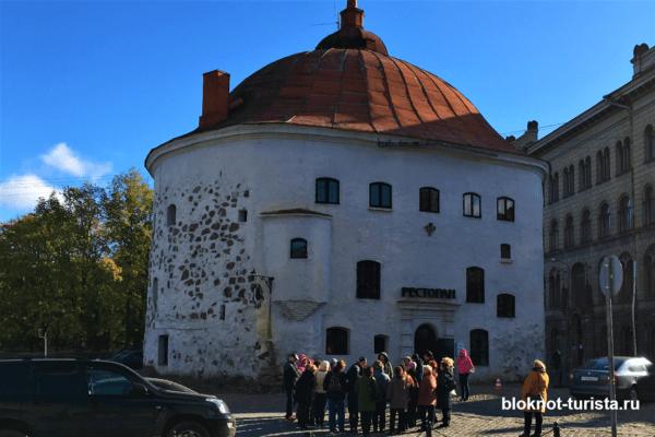 Круглая башня в историческом центре Выборга