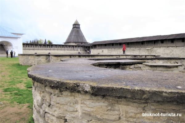 Власьевская башня и Довмонтов город в Пскове