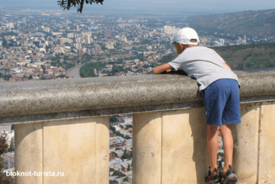 Гора Мтацминда в Тбилиси с детьми