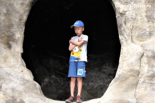 Изучаем пещеры древнего Уплисцихе в Грузии