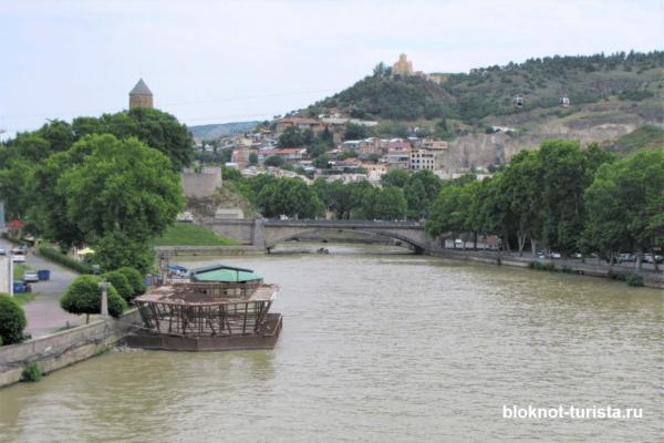 Река Кура в Тбилиси (путешествуем с детьми)