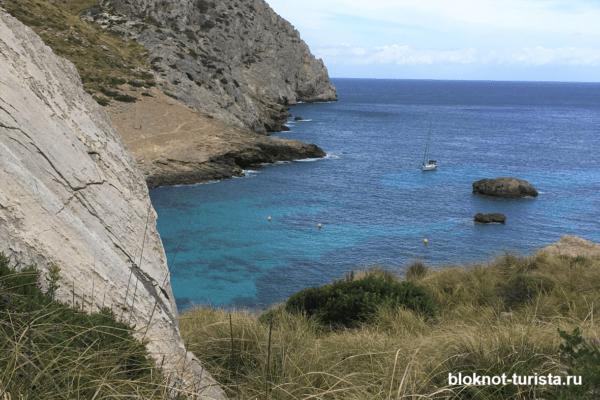 Пляж Кала Фигуера на мысе Форментор на острове в Испании