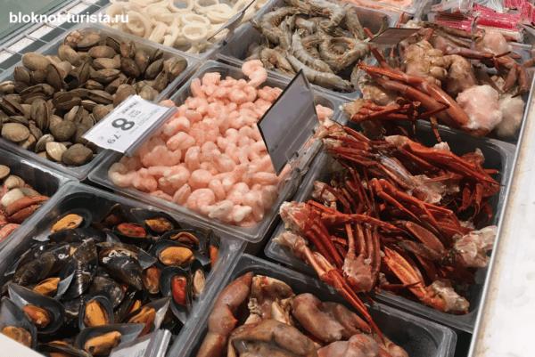 морепродукты в магазине на строве Майорка