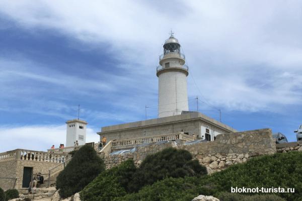 маяк на мысе Форментор (Майорка)