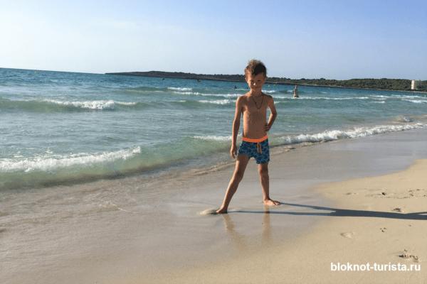 Пляж Кала Миллор на острове Майорка в Испании