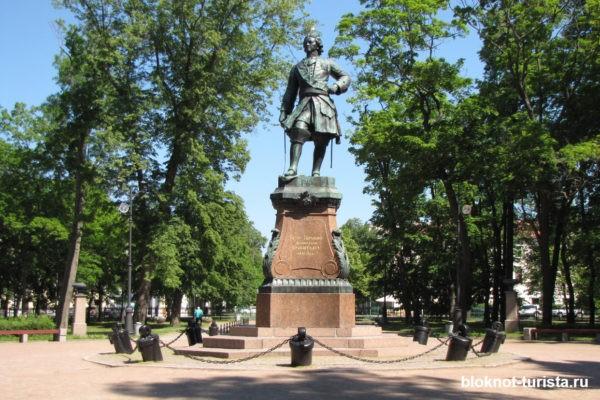 Памятник Петру I в одноименном парке Кронштадта