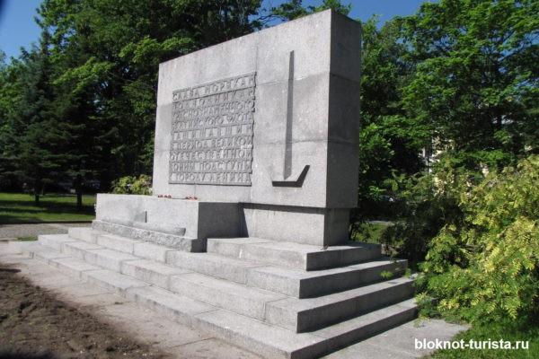 Памятник подводникам в Кронштадте