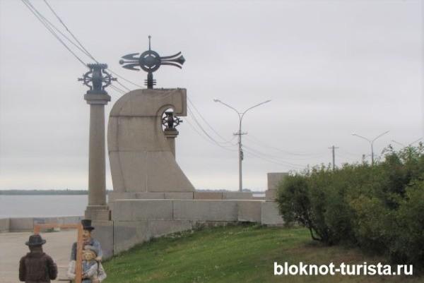 Мыс Пур-наволок на набережной Архангельска