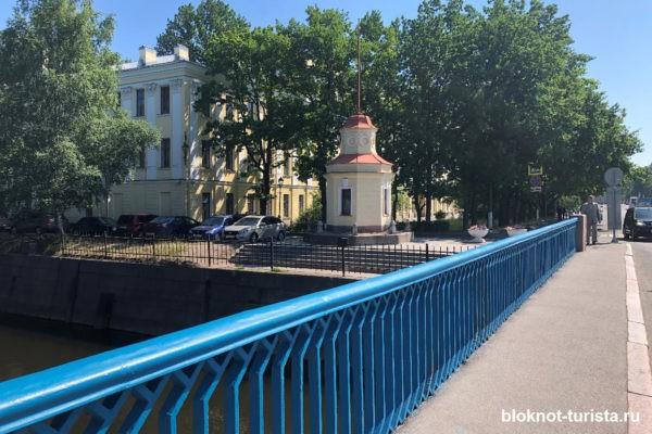 Кронштадтский футшток на Синем мосту