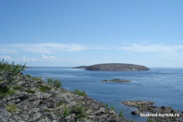 Вид на Немецкий остров с Русского (архипелаг Кузова в Белом море)