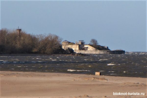 Форт Риф около Кронштадта (вид с воды)