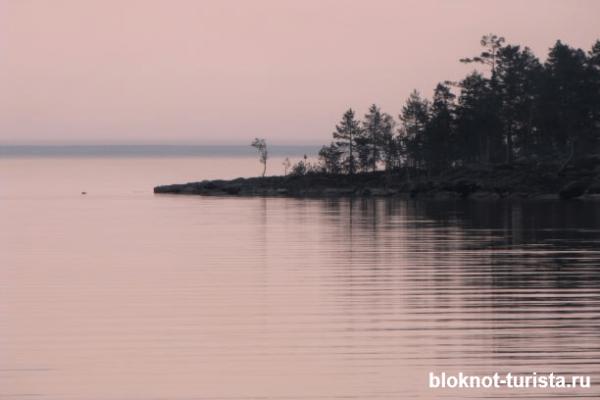 Онежское озеро- одна из достопримечательностей Карелии, которую можно посетить на машине