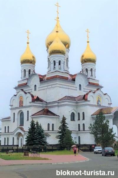 Михайловский собор на набережной - главная достопримечательность Архангельска