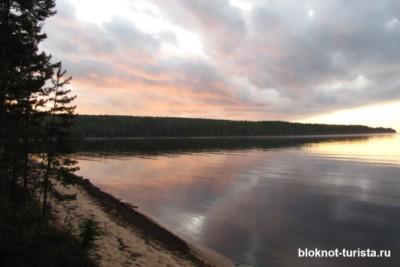 Онежское озеро - одно из крупных в Карелии