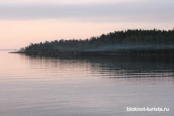 Закат на Онежском озере в Карелии