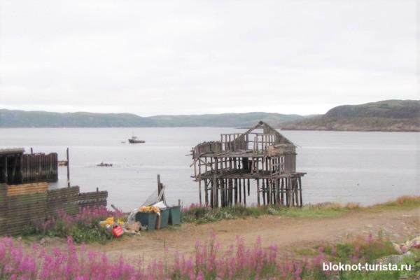 разрушенный порт в Териберке