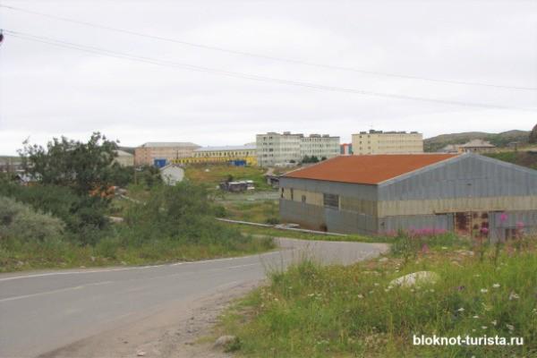 Асфальт перед въездом в поселок Териберка