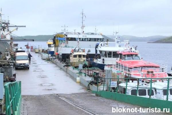 Порт в Ура-Губе, откуда выходят на промысел все рыболовецкие суда